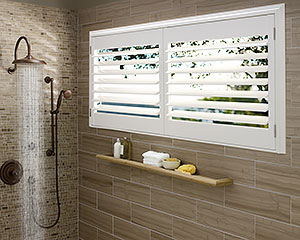 Window-Treatments-for-Bathrooms-Hunter-Douglas-Palmbeach-Truview-Bathroom